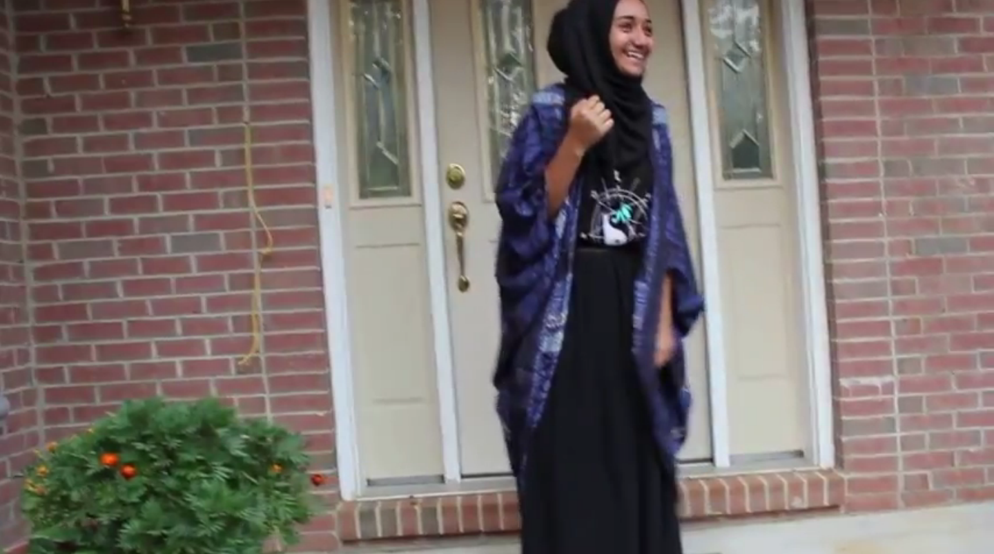 Hijabi Fashion Essential: Black Maxi Skirt MuslimGirl.net