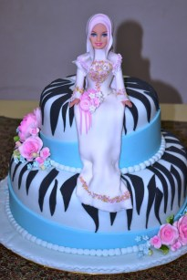 It's safe to assume we've all seen our fair share of cake toppers before. Disney princesses sit upon playfully designed birthday cakes, while traditional bride and groom pieces rest delicately on extravagant wedding cakes. But these hijabi toppers literally take the cake (pun totally intended) for all-time cutest!  Click through to see the entire gallery of beautifully covered hijabi cake toppers. Enjoy!  Which hijabi cake topper was your favorite?  Photo Credits: Siti Fatimah Habib Mujahidin via Facebook