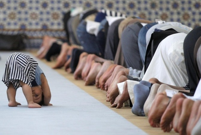 photo-of-child-imitating-prayers-in-a-mosque-chosen-best-picture-of-the-week (1)